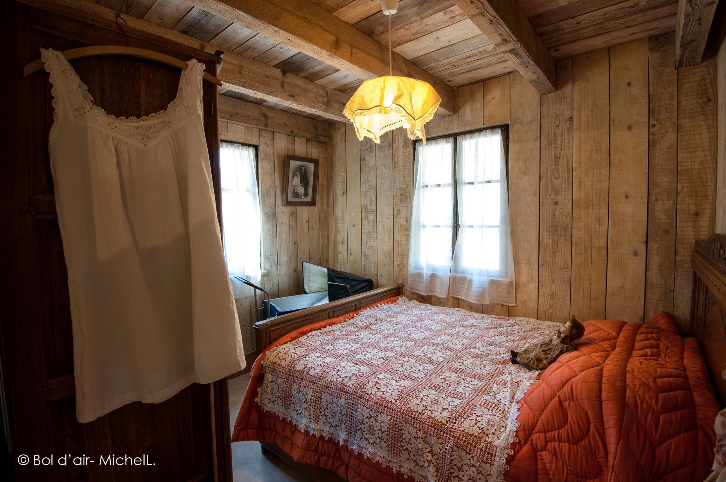 index of medias hebergement cabanes dans les arbres. Black Bedroom Furniture Sets. Home Design Ideas