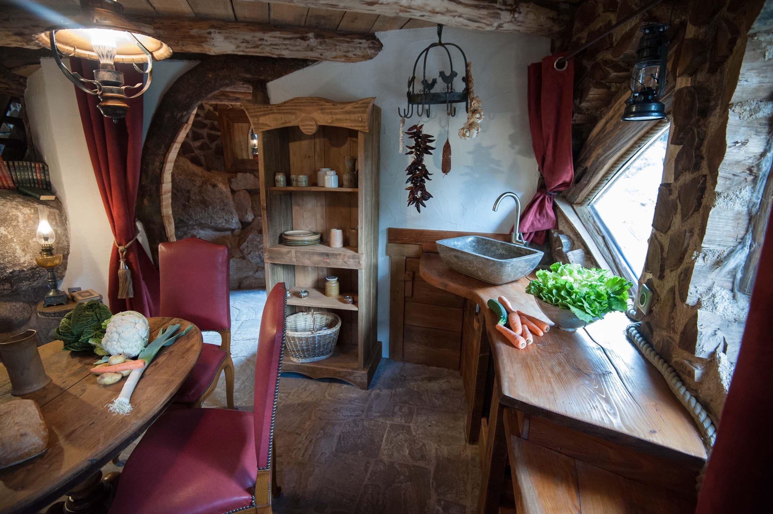 La maison du Hobbit la cabane insolite dans les Vosges par Bol d air